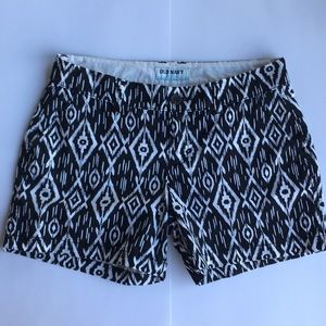 Old Navy Black and White Geometric Pattern Shorts